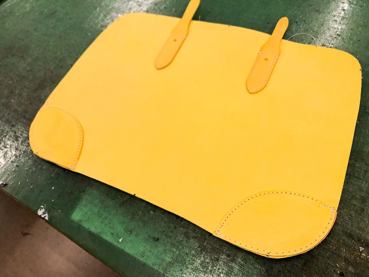 マイネで製作中のバッグ