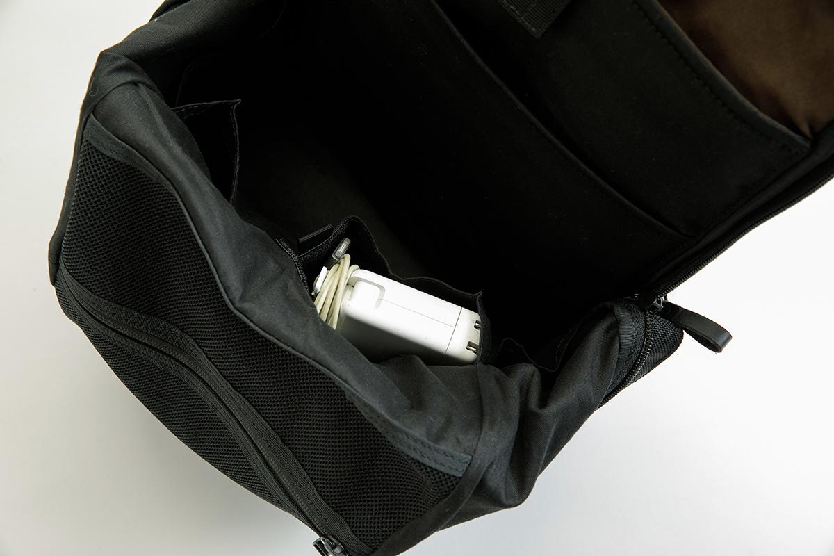パソコンのコンセント専用ポケット